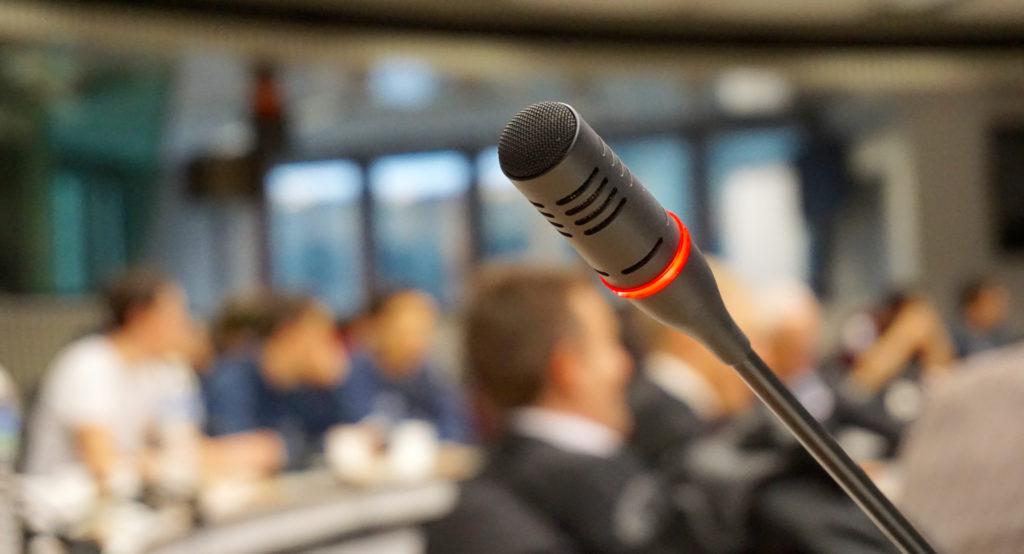 Sprech-Coaching Stimm-Coaching Mikrofon Publikum Ansprache
